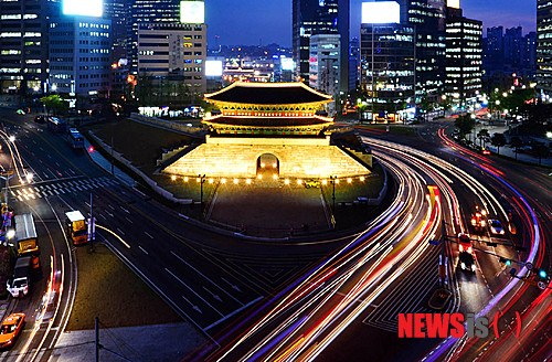 ライトアップされた韓国国宝1号