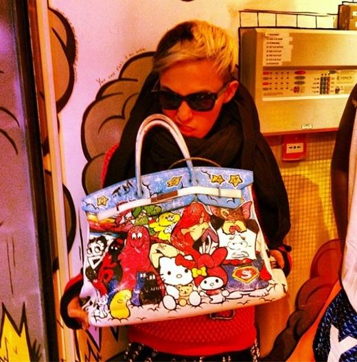 G-Dragonさんの奇抜なバッグ!